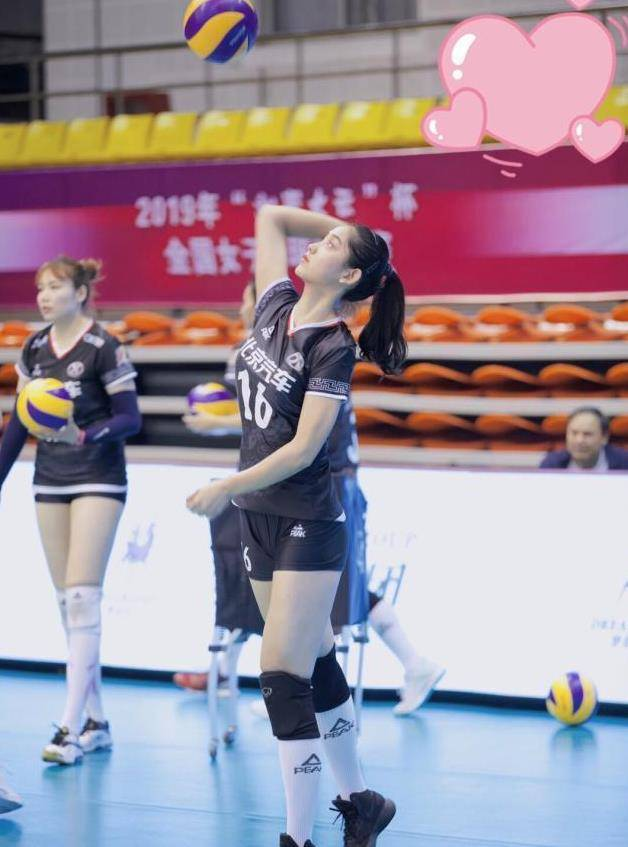 她是1米89排球女神,比惠若琪颜値还高,与17岁小男友上演姐弟恋