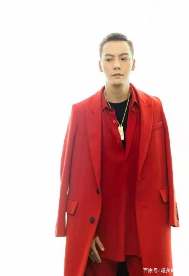 范丞丞生图颜值抗打 穿洋红色西装精致贵气 皮肤白皙太亮眼-家庭网