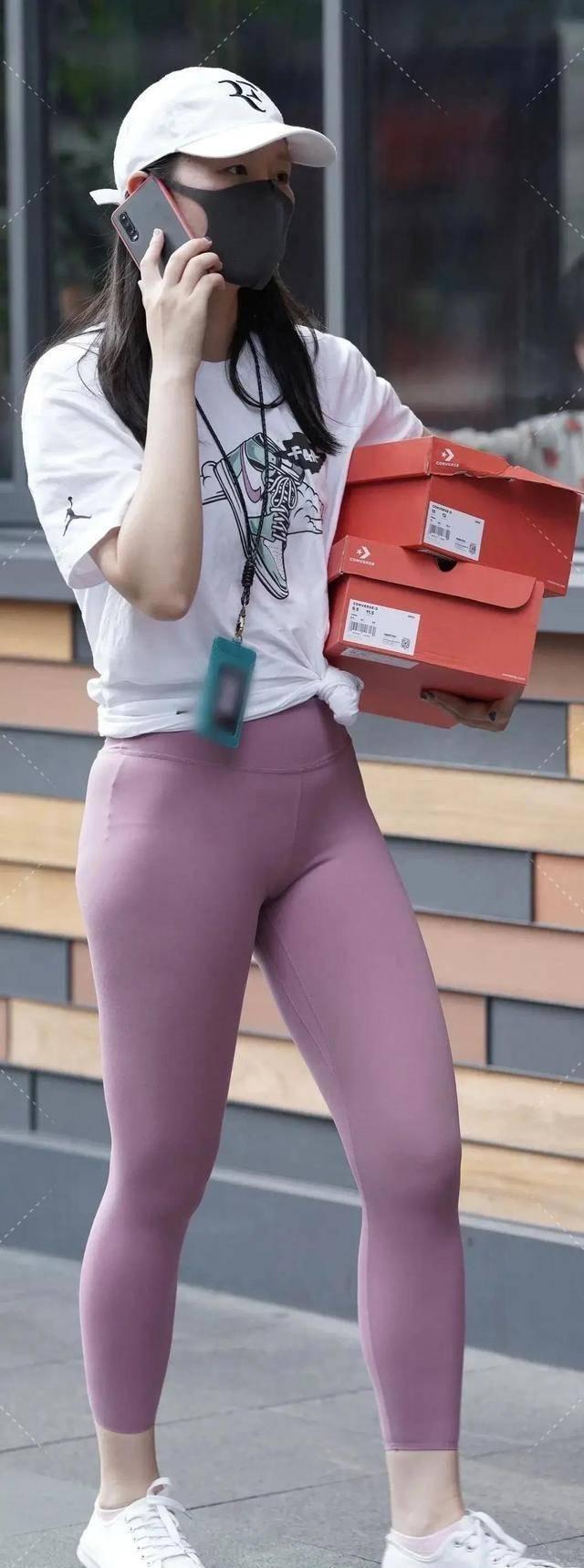 时尚帅气的打底裤穿搭年轻有品位,清爽优雅一步到位,还显年轻