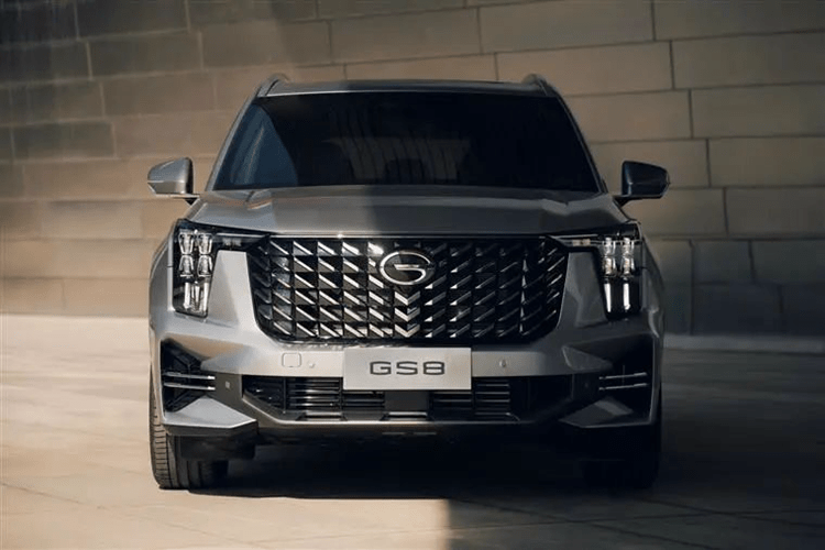 全新传祺GS8亮相,两种前脸,尺寸大增,配2.0T丰田混动!42q