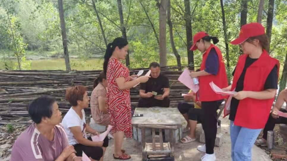 南召县乔端镇爱心志愿者开展防溺水宣传活动
