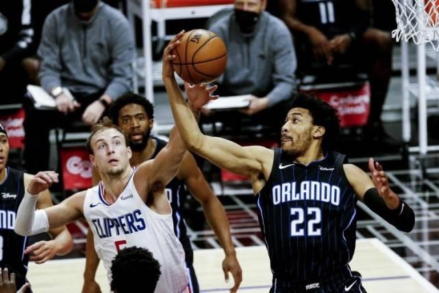 NBA-湖人引援最新动态!盯上4锋线,霍华德或回归,奥迪底薪加盟?_皇家88平台