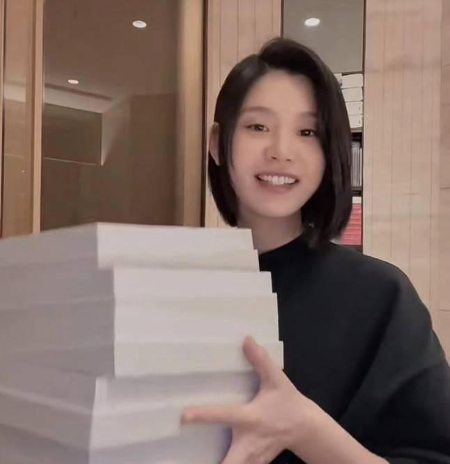 图片[6]-奚梦瑶穿2万元睡衣被质疑高调炫富,她回应:偶尔买一个奖励自己-番号都