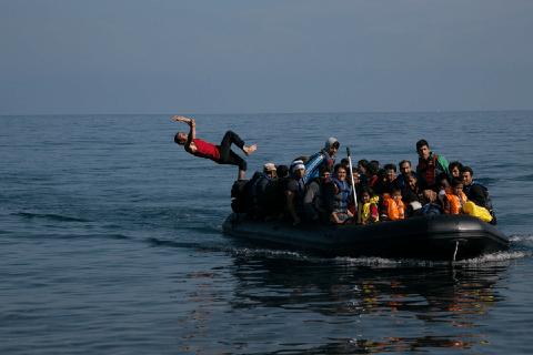 因为贫穷,希腊运动员哭着退役:从他们身上,我看到了曾经的中国