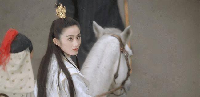 53岁张敏再扮赵敏,一个回眸惊艳了时光!她曾在上海读小学