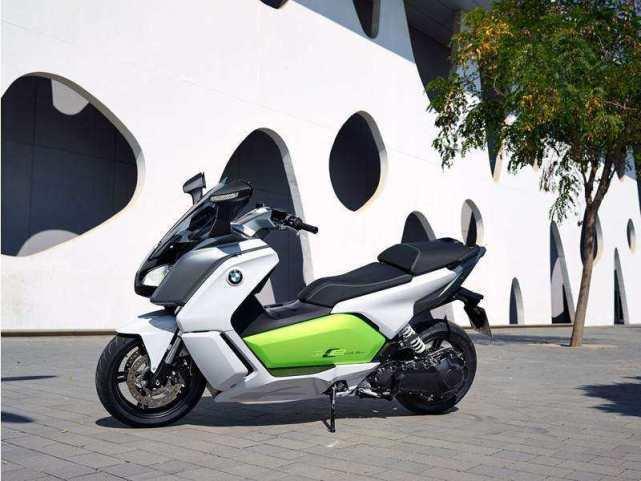 宝马400cc排量的踏板摩托车,设计真的是天马行空