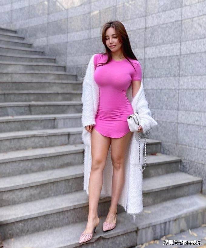 细腰+马甲线+大长腿,这是她用7年打造的紧致身材