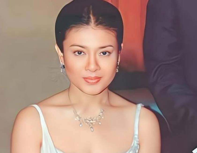 50岁西拉米状态惊艳,容颜绝美无一丝赘肉,不愧是泰国第一美人