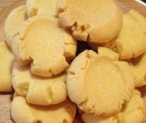教你用面粉给孩子做小饼干,咬一口掉渣满嘴香,五一出游包里必备
