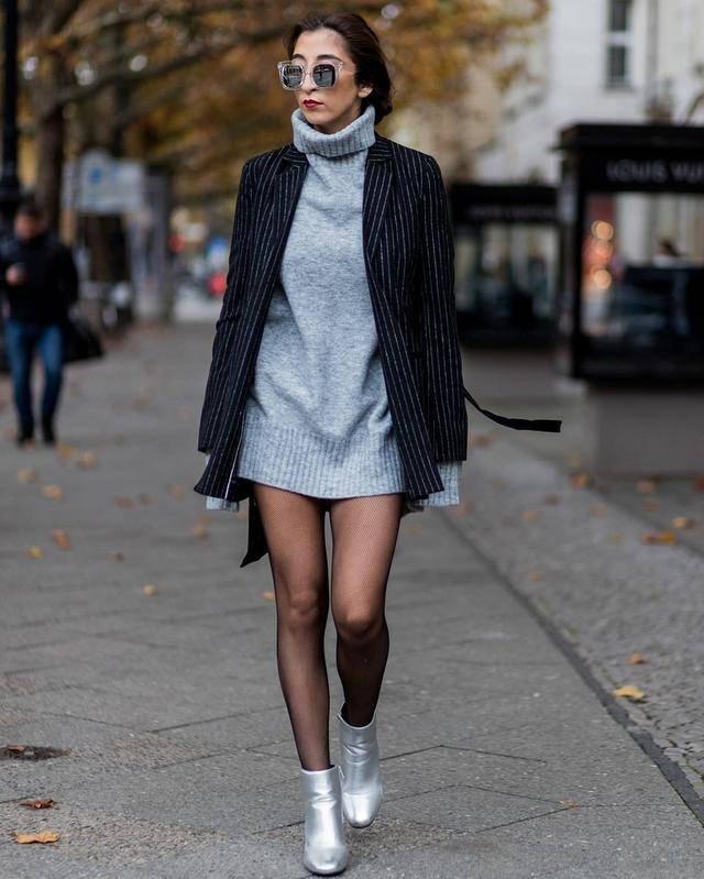 原创             羊羔毛外套自然是十分受欢迎,也是比较多见进行独特的拼接设计,更加受欢迎
