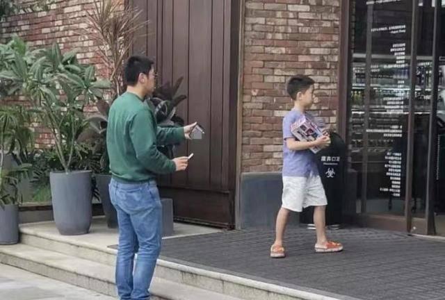 杜江霍思燕二胎女儿首次曝光,网友感叹都这么大了?