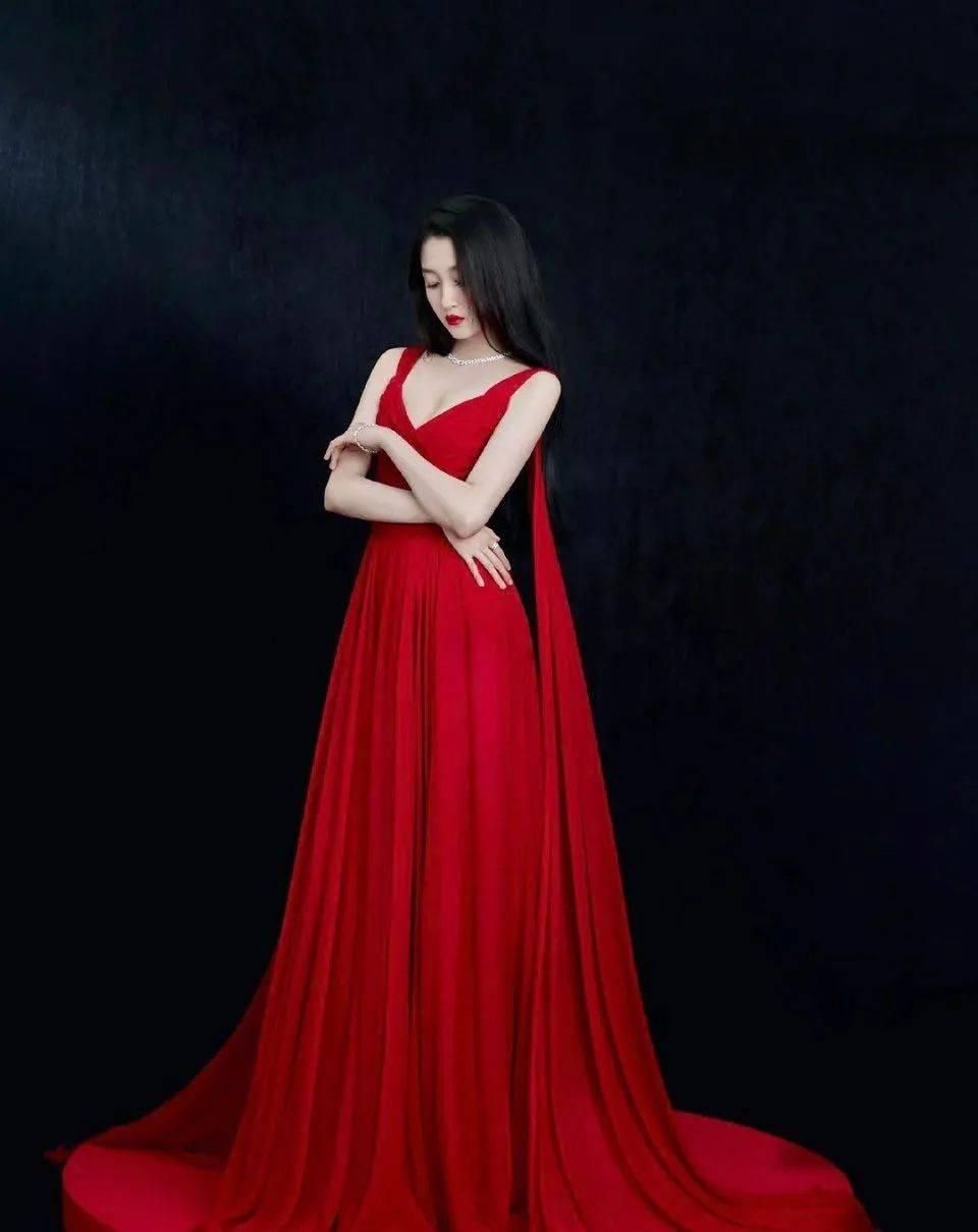 5位红毯拉垮女明星:鞠婧祎全身照灾难杨幂驼背,关晓彤总被吐槽