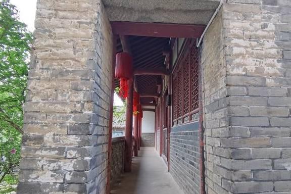 """栖霞牟氏庄园有一座造型很独特的厢楼,像个""""直角梯形"""""""
