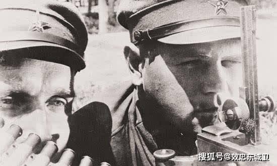 二战经典老照片:图3德军在村庄纵火,图6女战士击毙了两名敌人