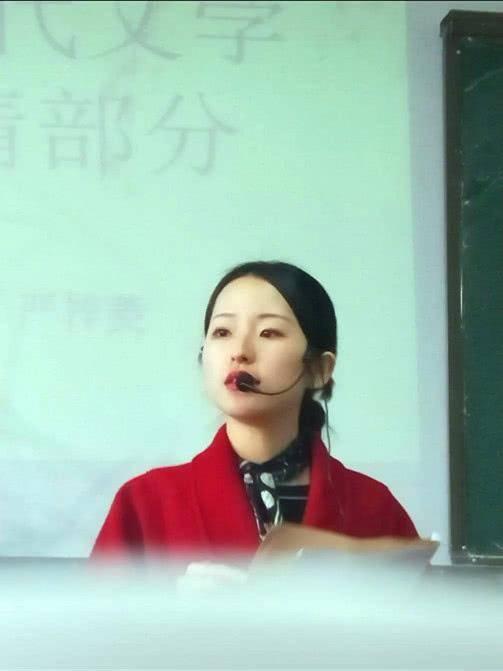 """""""最美教师""""爆火,看到正脸惊艳众人,网友:刘亦菲章泽天结合!"""