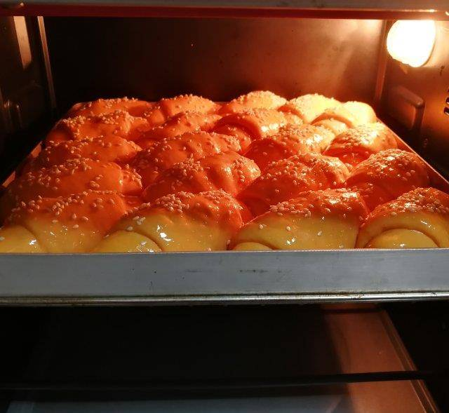 面包|波兰种南瓜牛角包,松软、香甜、胖乎乎