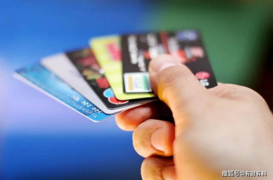 为什么银行的人,天天让你办信用卡?甚至还送礼物?是什么原因?