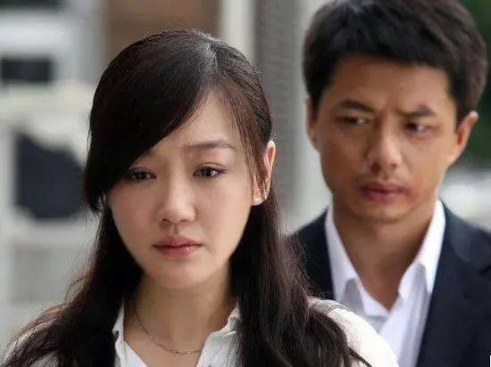 """""""终于离婚了""""江苏女子拿到离婚证一脸开心,闺蜜连声恭喜"""