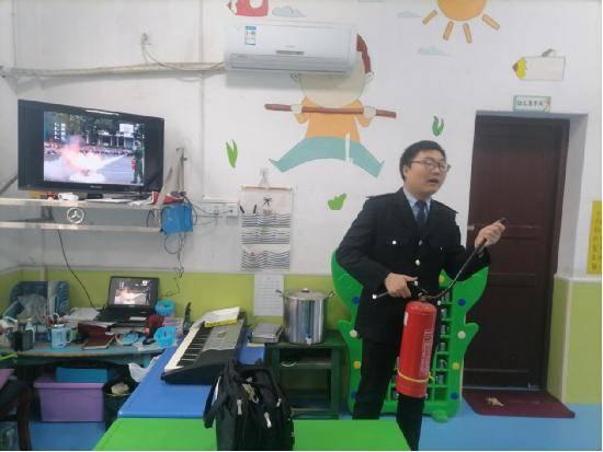 宁乡市资福镇中心幼儿园开展消防安全培训活动