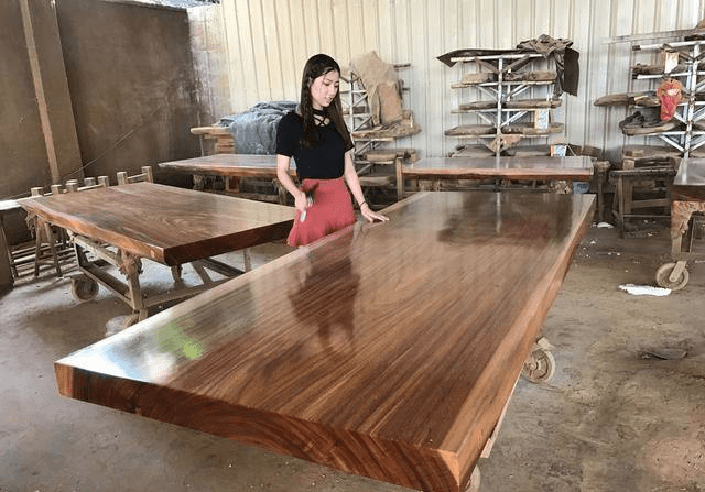 实体店家具城老套路:一张出厂几千的大板桌卖几万,还说是亏本处理