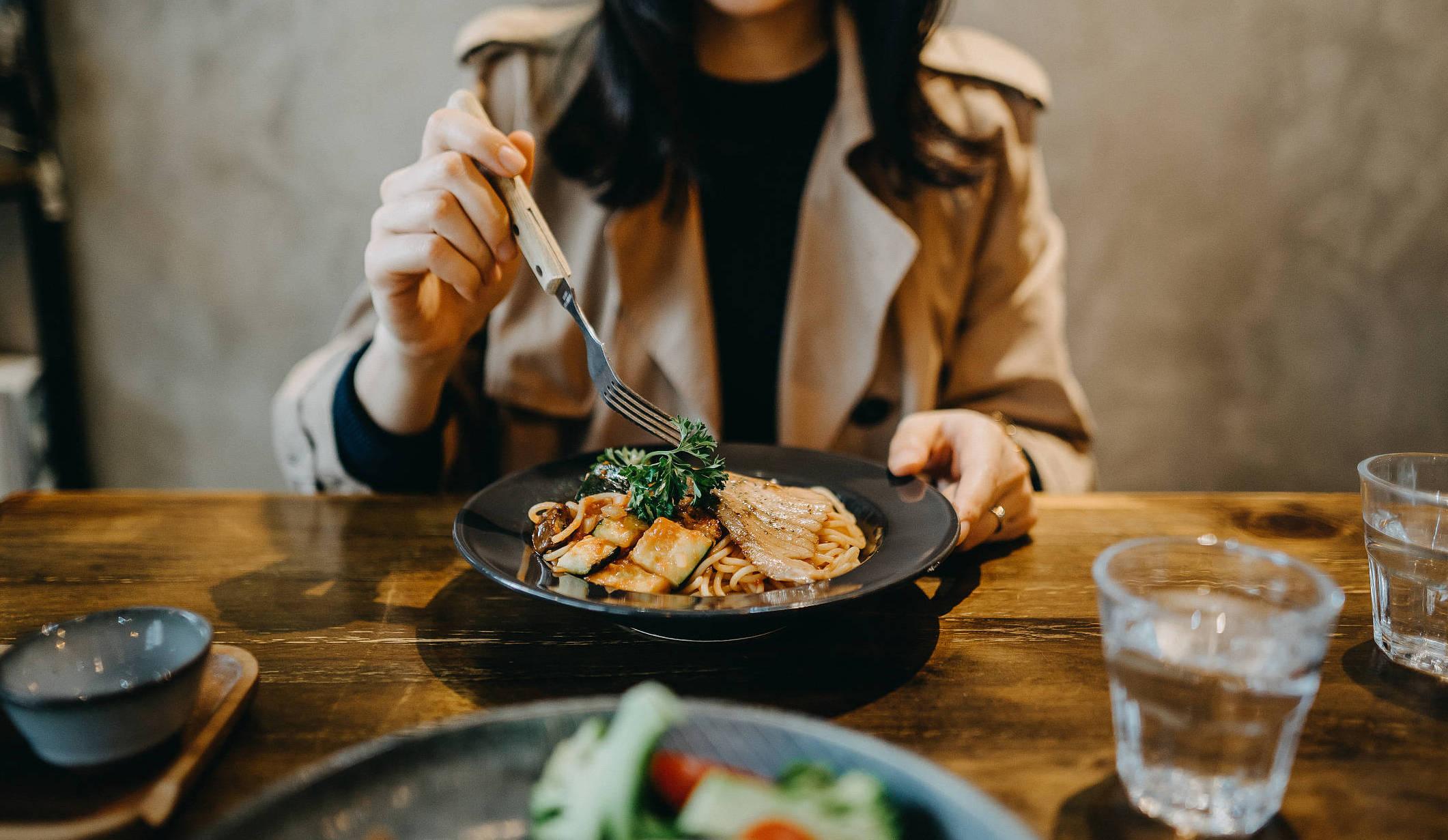 八个错误饮食行为让你悄悄变老,想长寿最好一个都别做