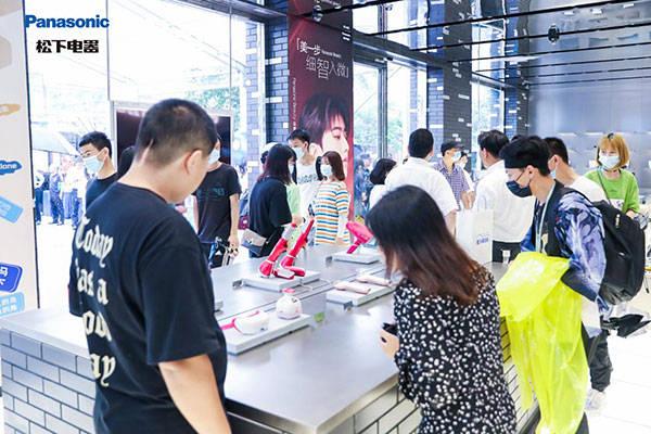 松下璀璨屋开业人气爆棚,即成杭州湖滨商圈热门打卡地