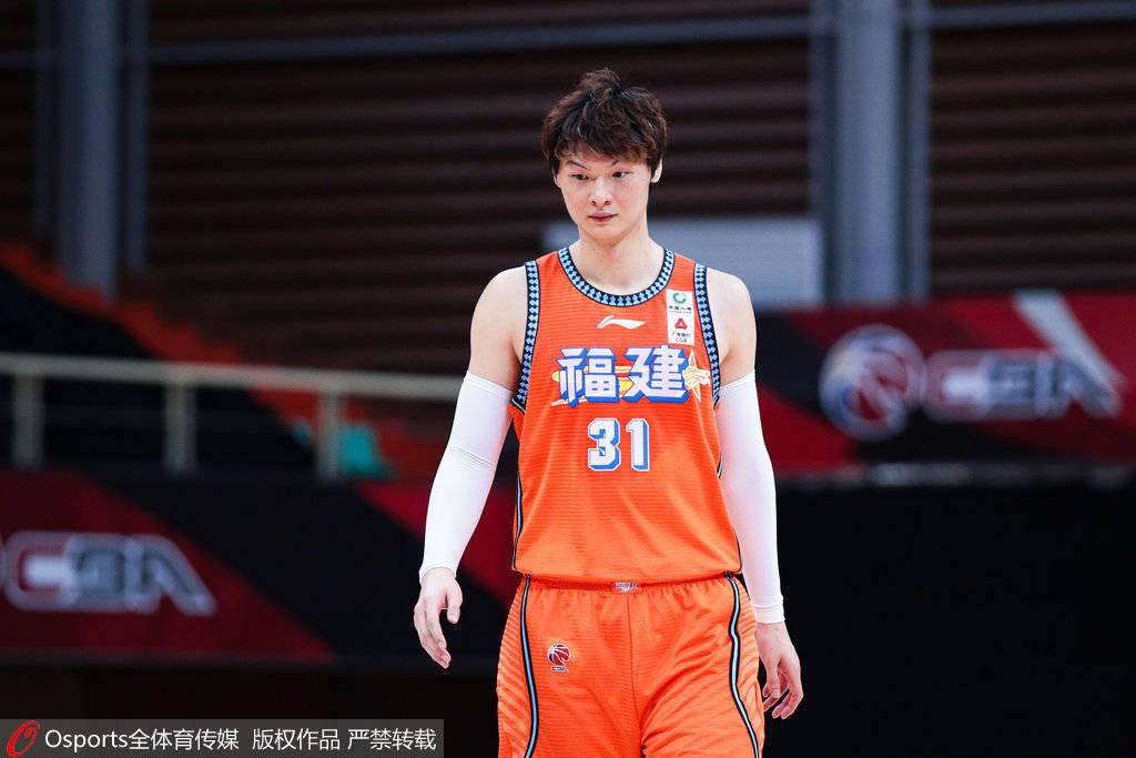 曝王哲林新赛季加盟上海 福建得到区俊炫+选秀权+现金