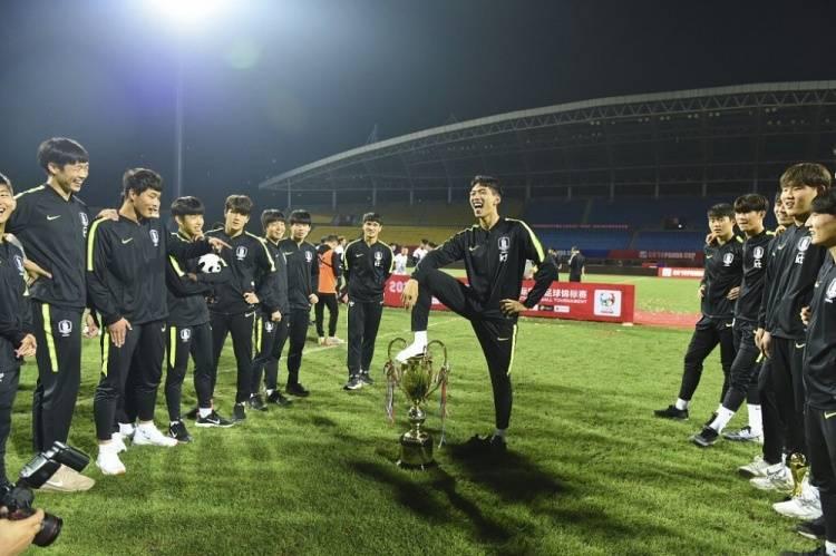 不莱梅官宣签下韩国边卫朴规现 曾脚踩熊猫杯奖杯