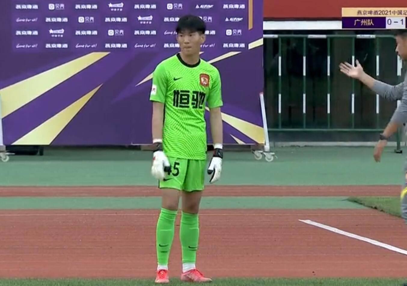 广州队神奇换人门将踢中锋 亚冠惨败后再被中乙队淘汰
