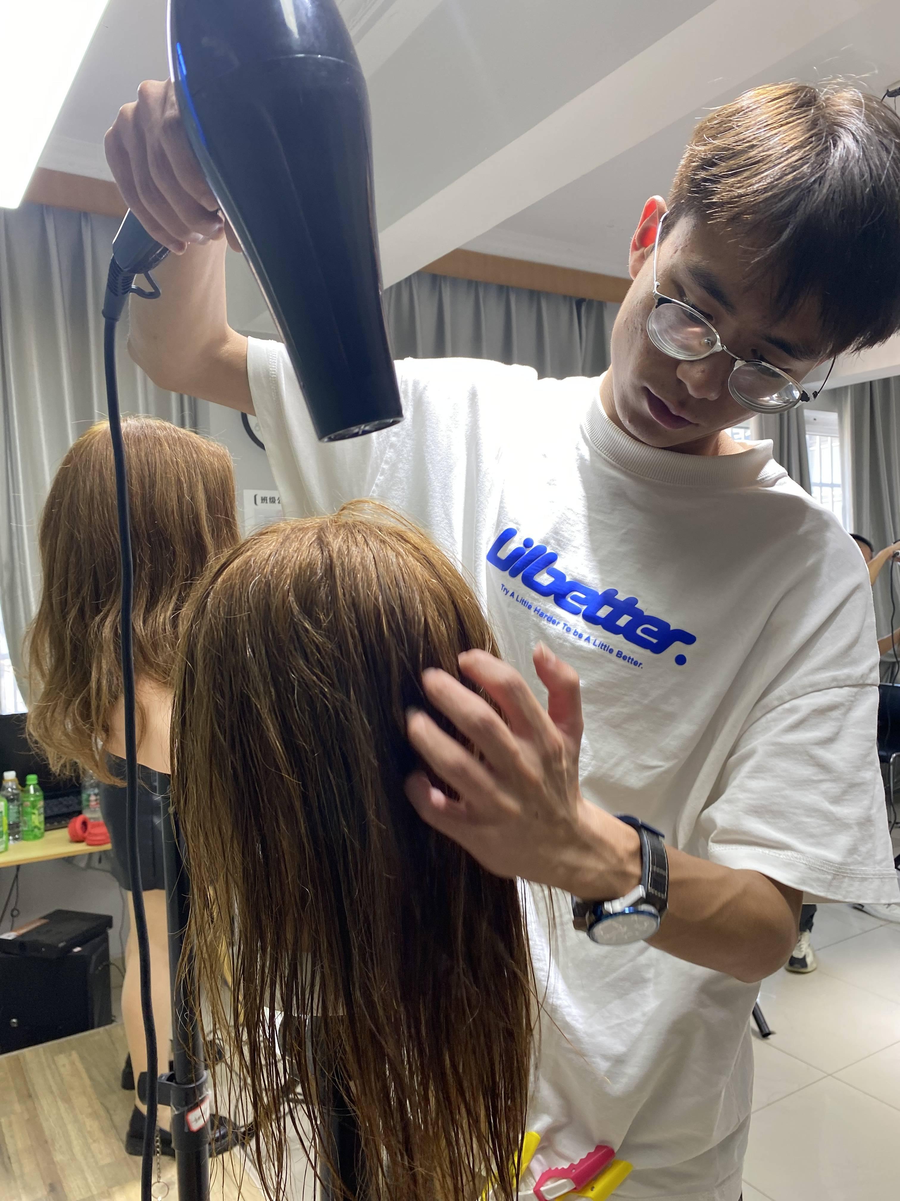 卷发吹直发,发尾毛的处理方法