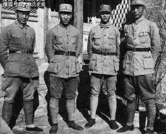 抗战时期,115师四虎将罕见合影,除林总外,另外三