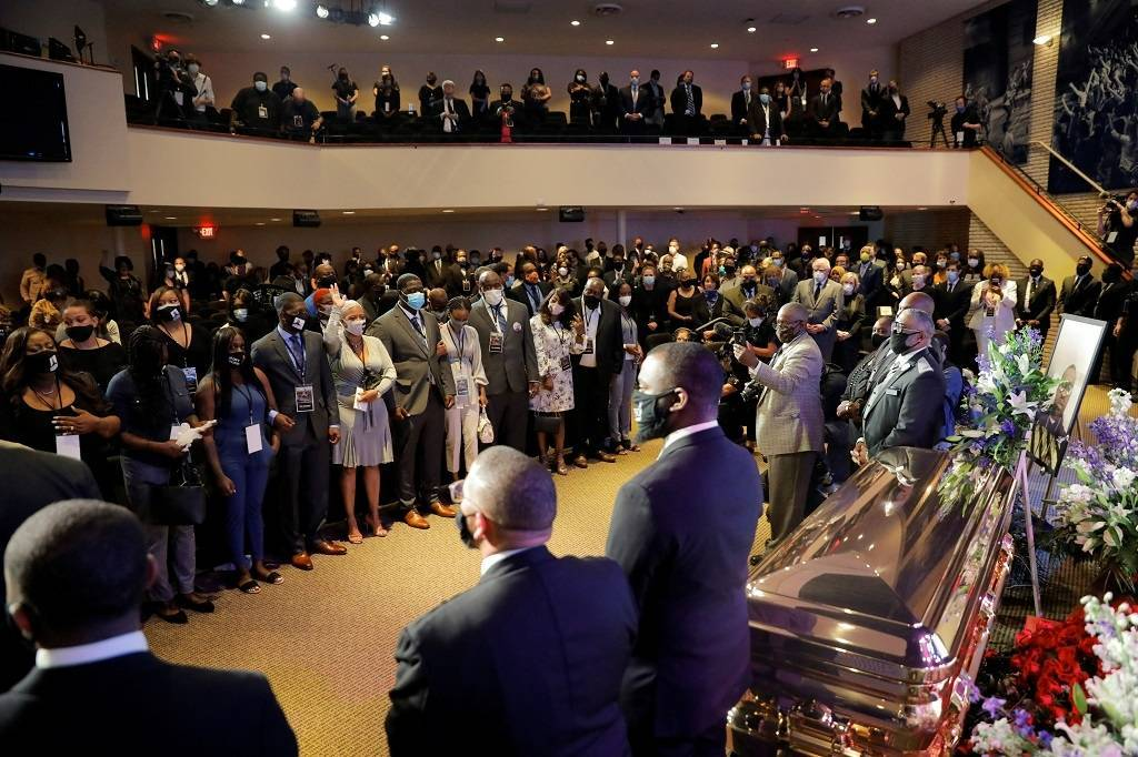 弗洛伊德首场追悼会举行,明尼阿波利斯市市长扶棺痛哭