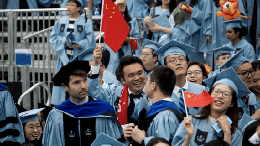 """中国留学生在美国机场被执法人员以""""窃取技术""""为由盘查"""