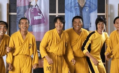 十几人群殴!重庆业余足球联赛现暴力事件,裁判一旁观战