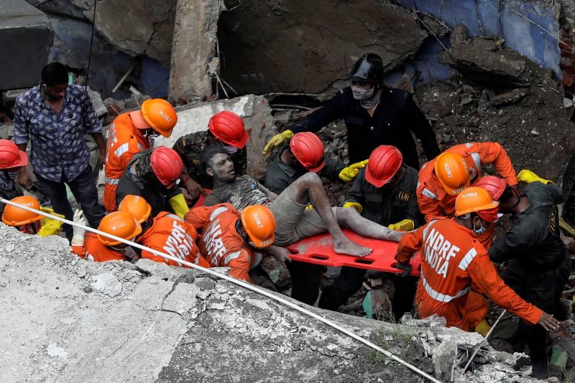 印度建筑倒塌事故遇难者人数升至20人,2名公务人员被停职