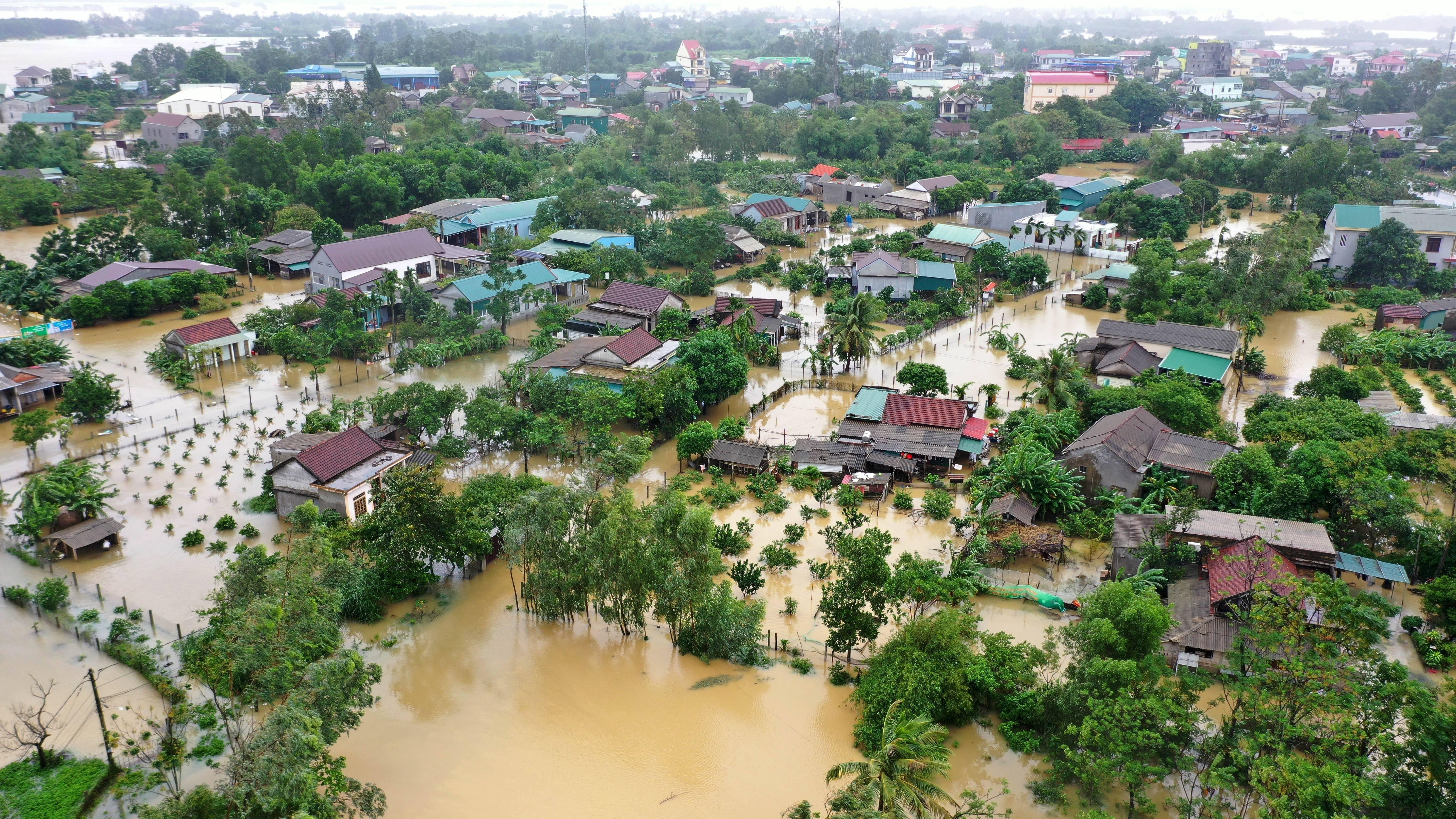 越南北部和中部等地暴雨和台风致62人死亡     第1张