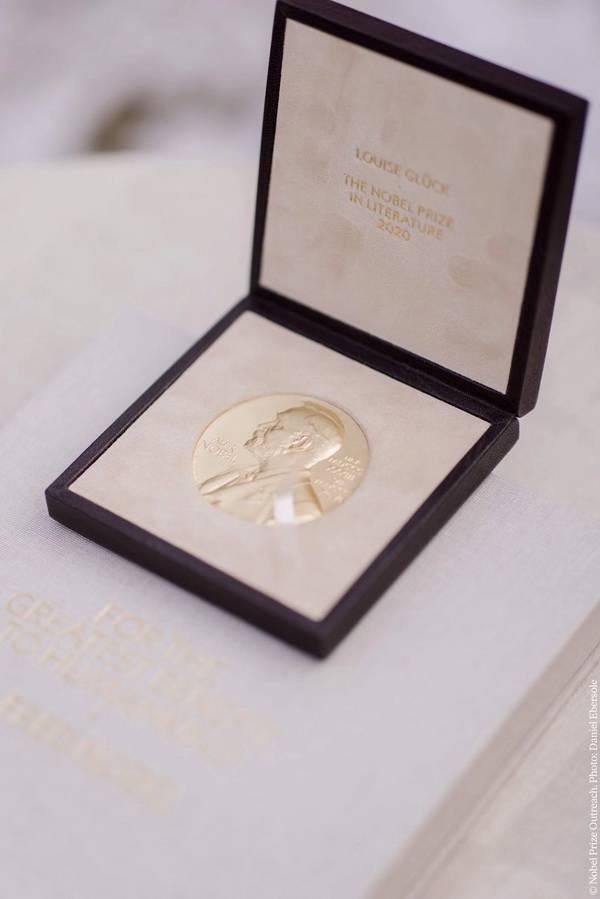 2020年度诺贝尔文学奖得主露易丝・格丽克获奖感言:我们是无名之辈!