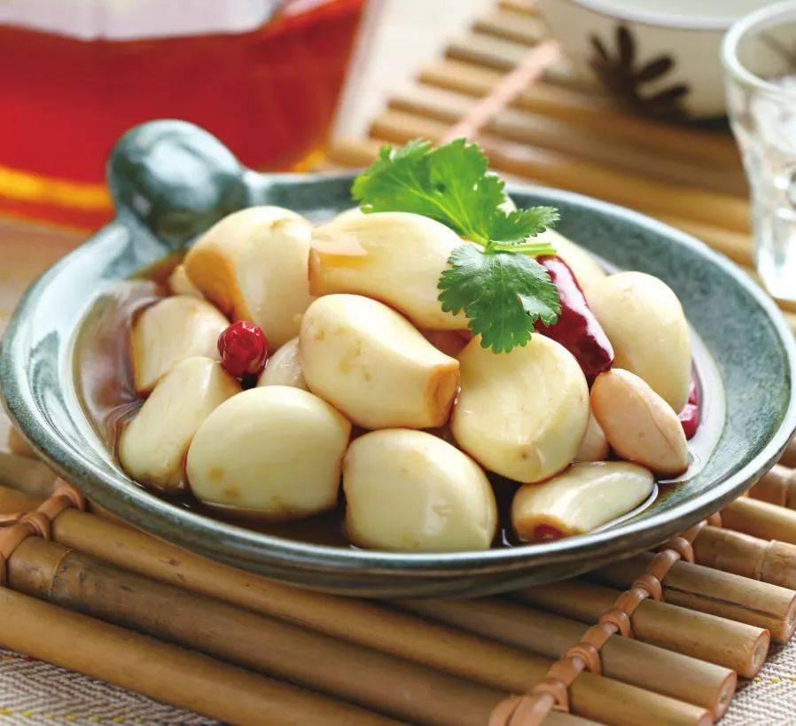 在家做泡蒜,配方做法都教你,清脆爽口,开胃解腻,泡一罐能吃好久