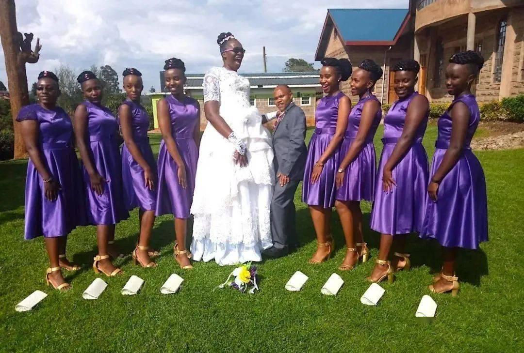 新郎只到新娘腰?肯尼亚的这场婚礼最近引发网友热议…