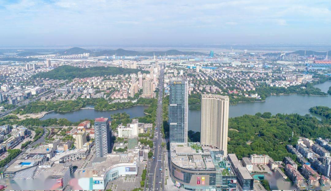 袁方在全市招商引资新开工优质项目评审会上强调