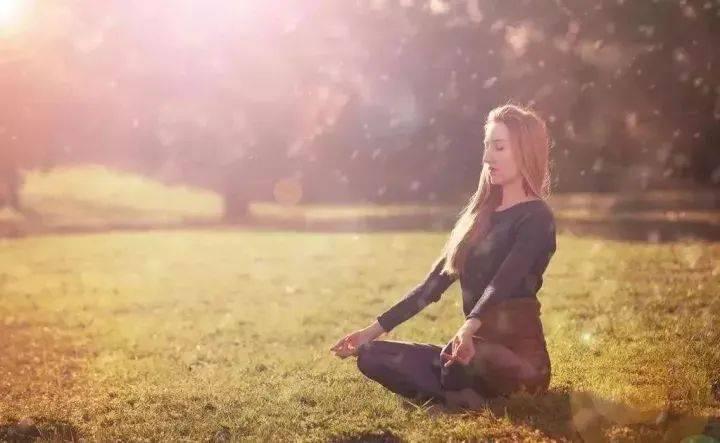 入睡前冥想一个儿, 睡醒起来皮肤好一倍_瑜伽
