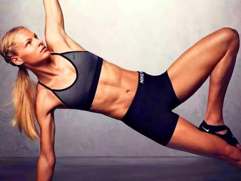 如何用一根弹力带3个动作,虐遍整个腹肌,让腹肌变得更加有型_腹部