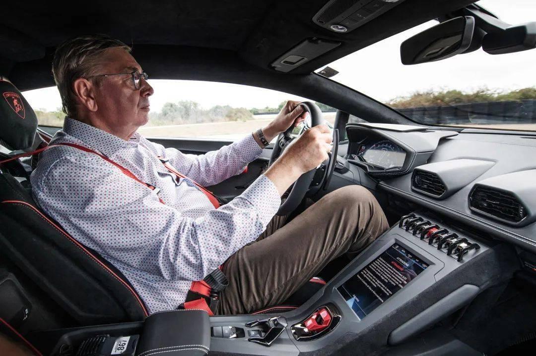 驾驶最狂野的Huracan征服赛道