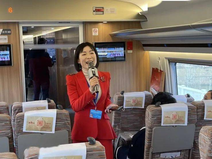 团市委、市青联组织青年代表参加连徐高铁建成通车首发活动