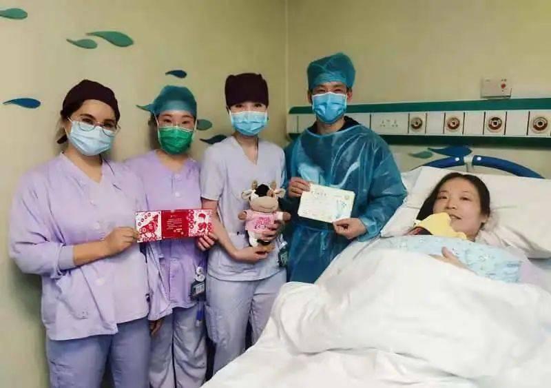"""太准时!00:00,上海第一位""""牛宝宝""""诞生了,是她→"""