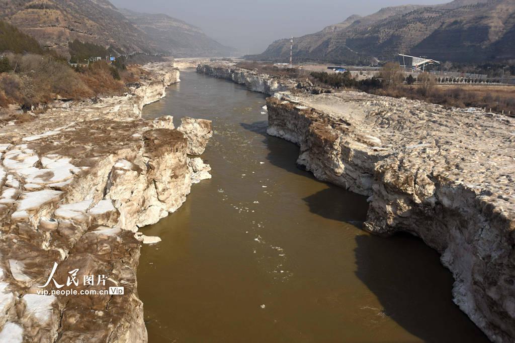 山西临汾:黄河壶口瀑布冰消河开景色壮美