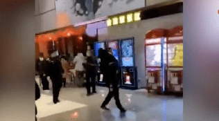 一电影院发生事故63人送医!多名家长抱着孩子飞奔!刚刚,官方发布通报  第4张