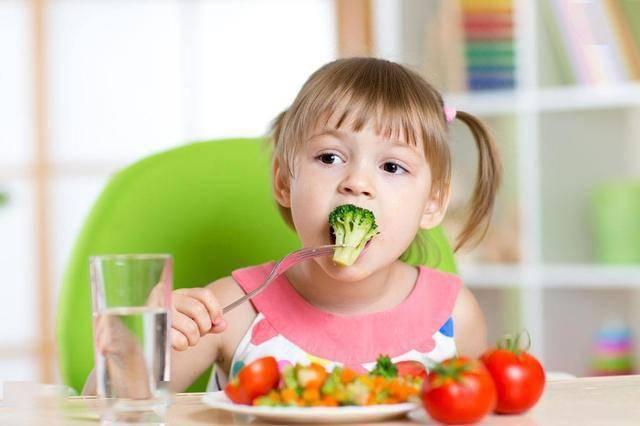 这四种伤脾胃的食物少给孩子吃,以免影响娃的生长发育  第7张