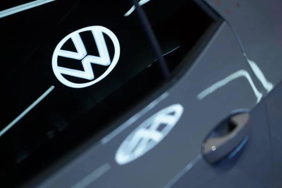 对高尔夫车型的需求强劲,德国最大工厂大众的电池和芯片正面临短缺