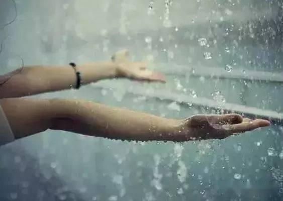 """雨水节气,祛湿关键期,做好""""四个一"""",排净湿毒,少生病!"""